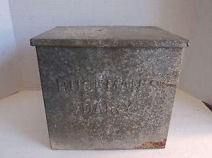 vintage-buckman-s-dairy-amsterdam-new-york-metal-milk-box-fc39b187d780dba74483f27325d32c96